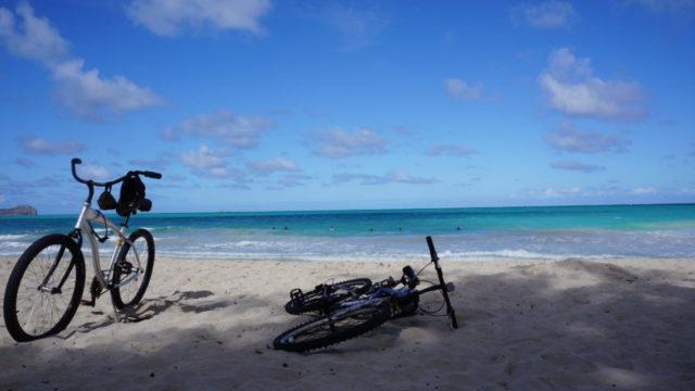 ハワイ 自転車 海辺